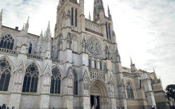 Photo de face de la cathédrale Saint-André