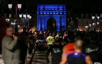 Photo de nuit, marathon de Bordeaux, porte Cailhau