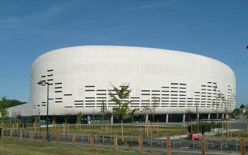 L'Arkea Arena - vue de l'extérieur - façade en béton blanc
