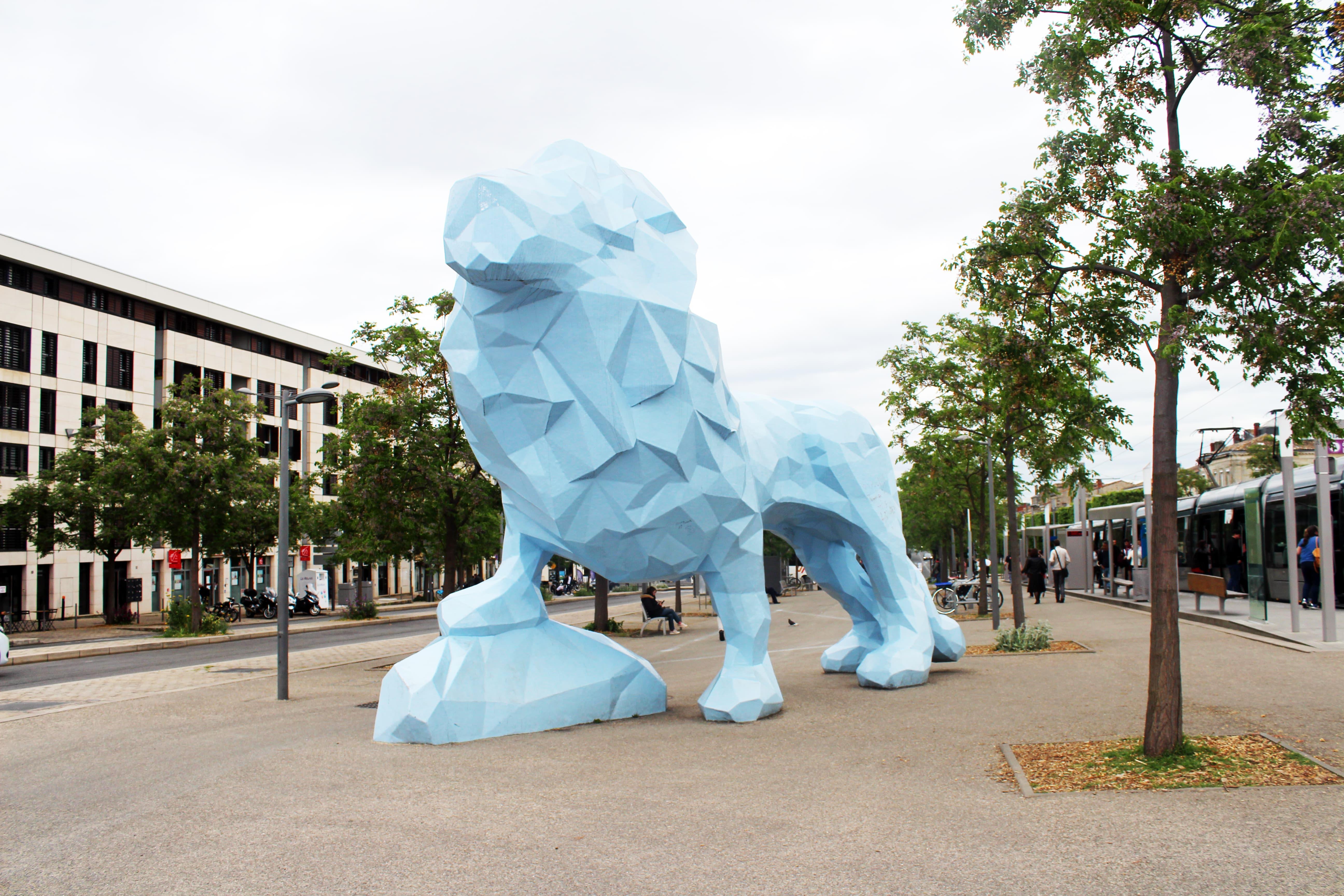 lion bleu de la Bastide