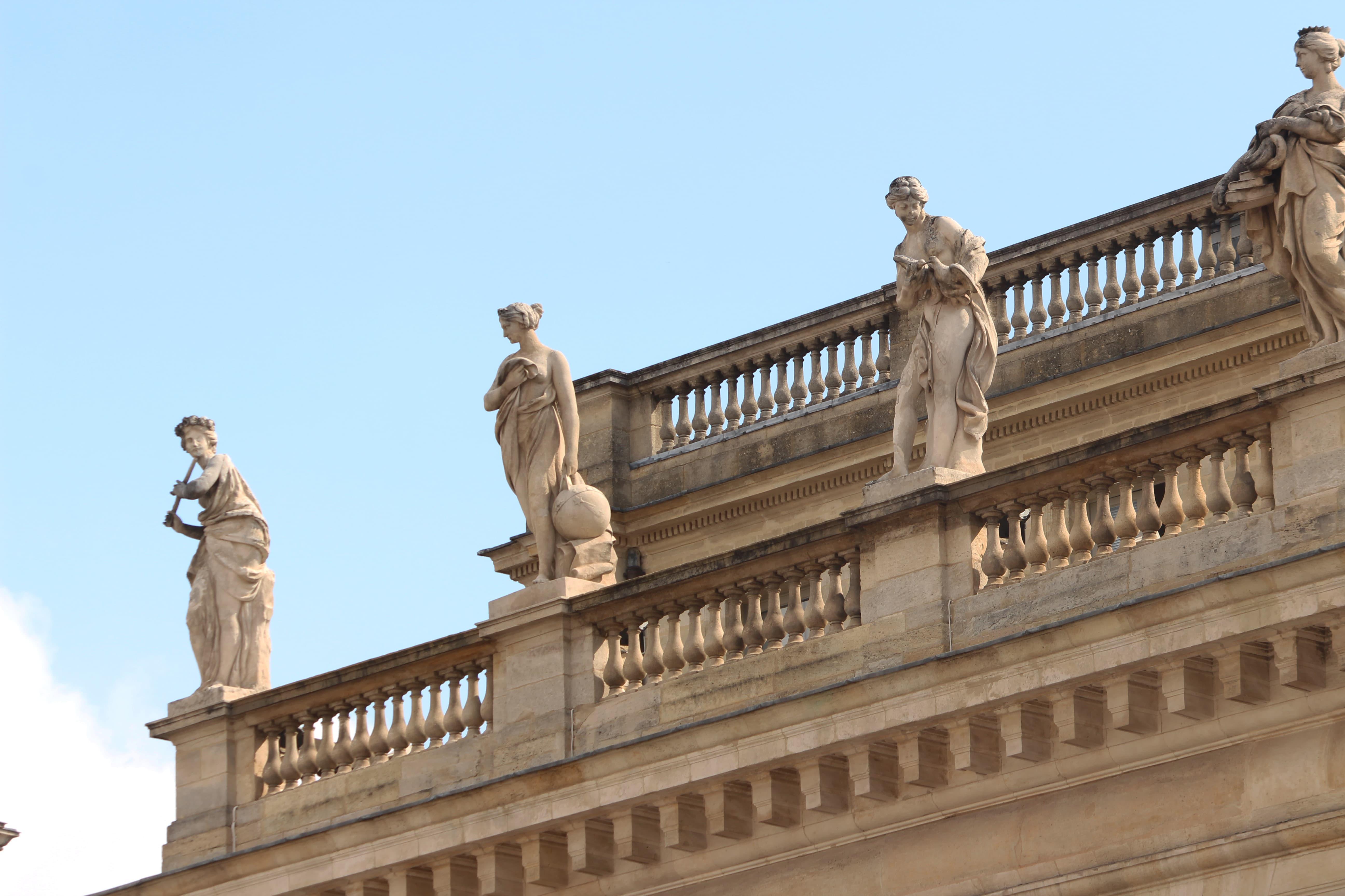 statues grand théatre